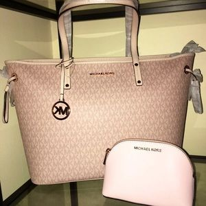 🌼 🌼NWT Michael Kors Tote with purse